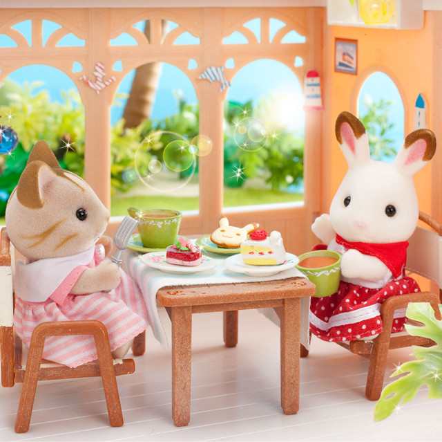 Sylvanian Families lunch time