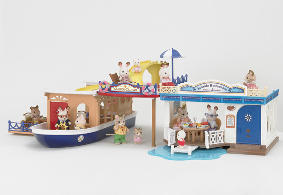 http://cdn2.sylvanianfamilies.net/includes_gl/img/catalog/connect/sylvanian/cruiseboat_restaurant.jpg