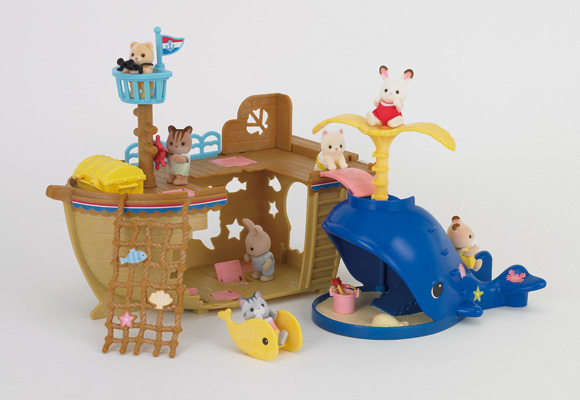 http://cdn2.sylvanianfamilies.net/includes_gl/img/catalog/connect/sylvanian/seasideboat_kuzira_h.jpg