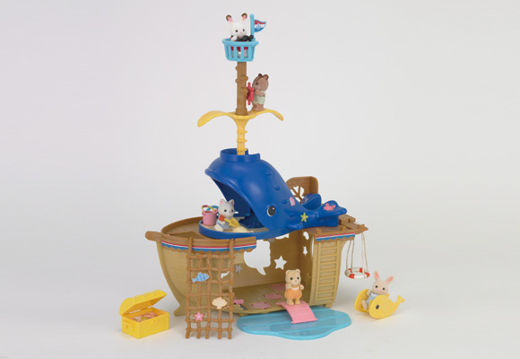 https://cdn-org.sylvanianfamilies.com/includes_gl/img/catalog/connect/sylvanian/seasideboat_kuzira_v.jpg