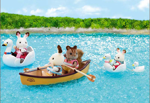 http://cdn2.sylvanianfamilies.net/includes_gl/img/catalog/connect/sylvanian/swanboat_canoes.jpg