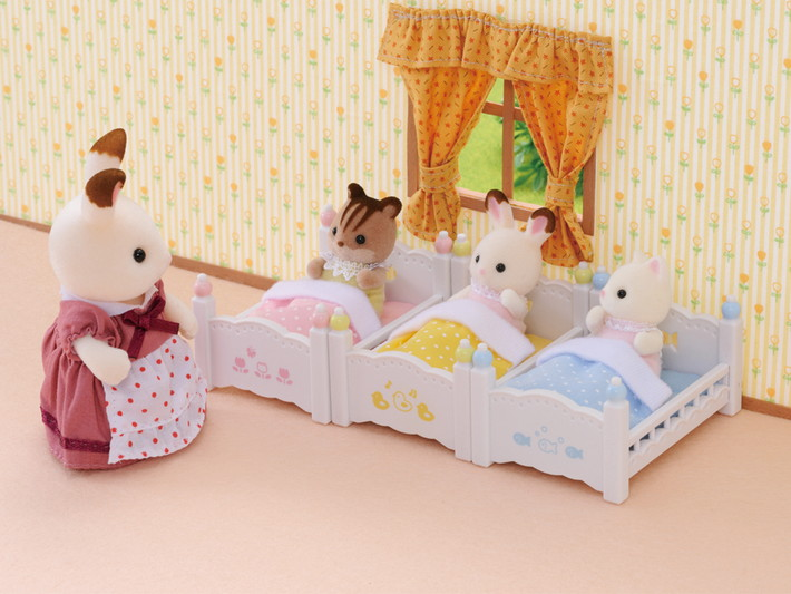lits superposes a 3 couchettes bebes sylvanian families. Black Bedroom Furniture Sets. Home Design Ideas