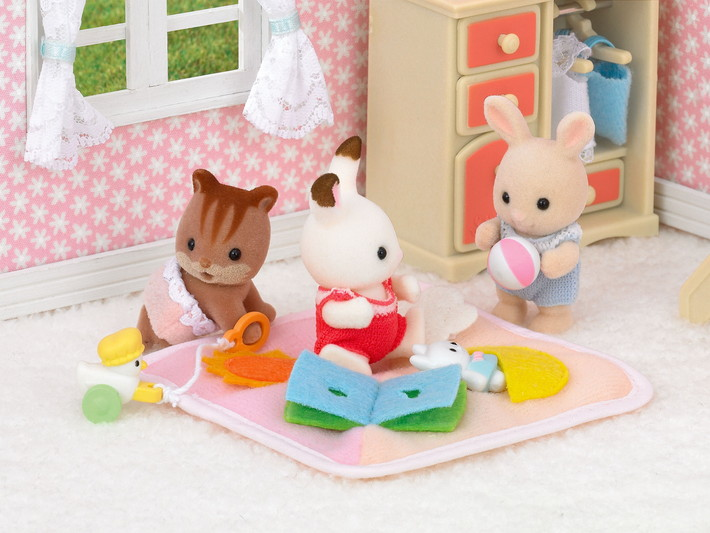 Set chambre bebe sylvanian families for Sylvanian chambre parents