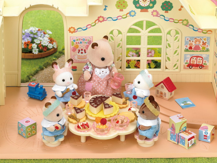 Set gouter enfants creche sylvanian families for Sylvanian chambre parents