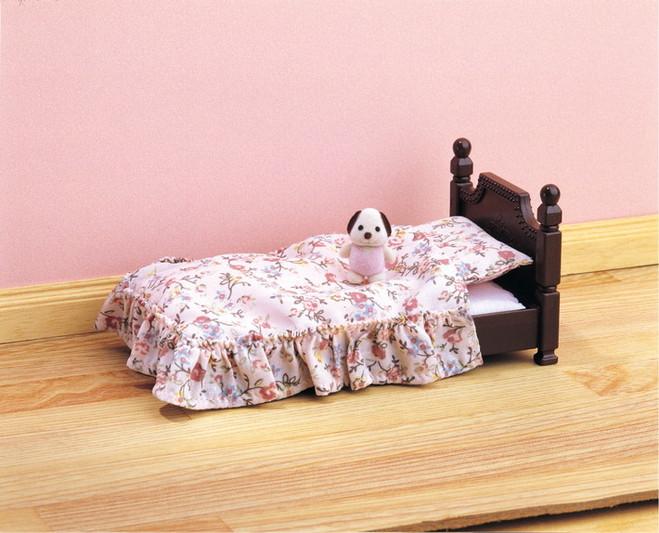 Игра Sylvanian Families Кролик в детском кресле 5197