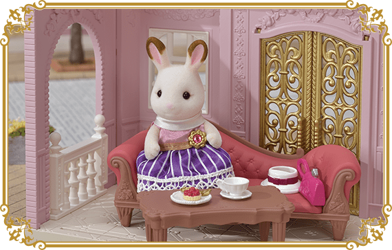 After work, she would have afternoon tea.