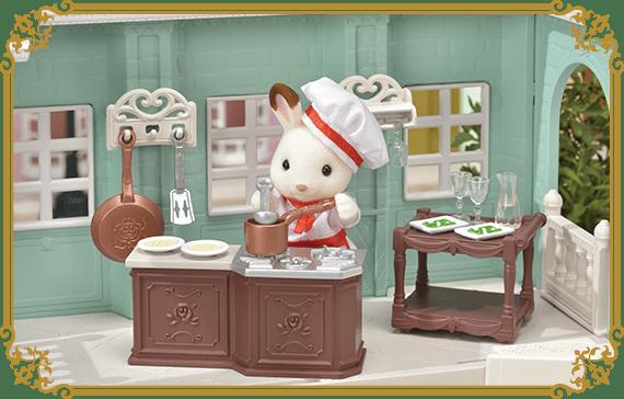 На кухне же есть очень детально выполненная розочка, а также скороводка.
